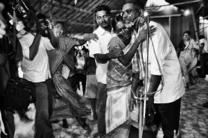 Udayakumar wird daran gehindert, sich der Polizei zu stellen. (Foto von Amirtharaj Stephen 11.9.2012)