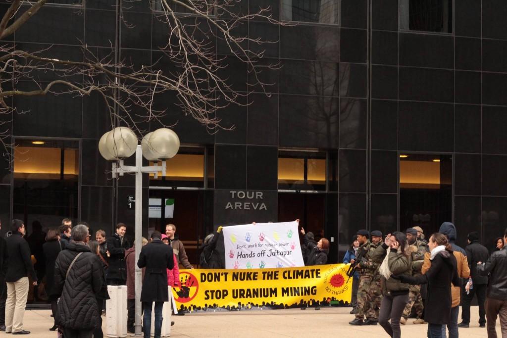 Bild 1: Protest vor der Areva-Zentrale